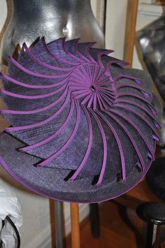 Hats Have It: Eugenie Von Oirscot L'une Millinery Sinamay Hats, Millinery Hats, Fascinator Hats, Fascinators, Fascinator Hairstyles, Church Suits And Hats, Church Hats, Philip Treacy Hats, Red Hat Society