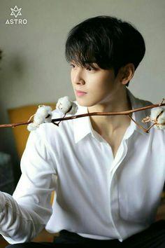 ASTRO - Eunwoo - It's cotton, not wheat, but close enough. It's a field crop getting attention that I'm not. Cute Korean Boys, Korean Men, Korean Celebrities, Korean Actors, Celebs, Park Jin Woo, Kim Myungsoo, Cha Eunwoo Astro, Lee Dong Min