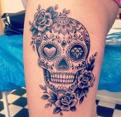 Cool Skull Tattoos For Women – My hair and beauty Feminine Skull Tattoos, Skull Thigh Tattoos, Mexican Skull Tattoos, Skull Rose Tattoos, Leg Tattoos, Body Art Tattoos, Girl Tattoos, Sleeve Tattoos, Skull Candy Tattoo