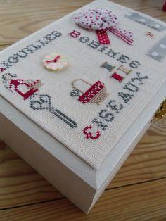 Cross Stitching, Cross Stitch Embroidery, Diy And Crafts, Paper Crafts, Cross Stitch Finishing, Tea Box, Needlework, Coin Purse, Sewing