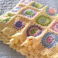 Starburst flower baby blanket - used to do crocheted granny squares and this just makes me want to start doing that again.