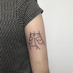 Menos complexidade e mais traços simples. Conheça as tatuagens minimalistas de Curt Montgomery - Follow the Colours