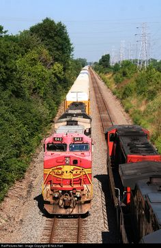 RailPictures.Net Photo: BNSF 642 BNSF Railway GE C44-9W (Dash 9-44CW) at Crest Hill, Illinois by Nick Hart