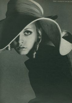 Twiggy photographed by Richard Avedon for Vogue, 1967