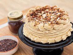 Mandelmarängbottnar fyllda med chokladkräm och kaffesmörkräm. Försvinnande gott!