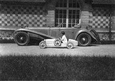 Old Photos Thread Mercedes Models, Mercedes Benz, Creepy Vintage, Coach Builders, Expositions, Car Girls, Vintage Pictures, Vintage Photographs, Bugatti