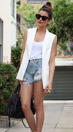 39 Ideas Fashion Casual Jeans Blouses For 2019 Sleeveless Blazer Outfit, White Vest Outfit, Blazer Outfits, Chic Outfits, Fashion Outfits, Blazer Vest, Vest Outfits For Women, Short Outfits, Summer Outfits