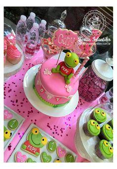 Torta de Sapo Pepe para un cumpleaños de nena con banderines rosas