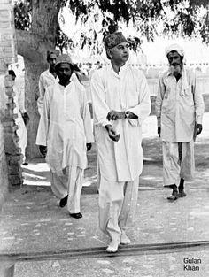 Zulfiqar Ali Bhutto Going for Eid Prayers Pakistan Politics, History Of Pakistan, Zulfikar Ali Bhutto, Eid Prayer, Social Art, Pakistan Fashion, Old Newspaper, Great Leaders, Historical Pictures