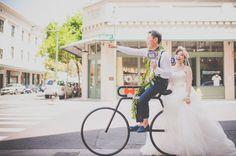 ダウンタウン撮影:バイクラックで一枚!|ハワイ☆ウエディングカメラマン