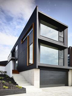 Horse Shoe House is a single family house designed by Preston Lane, an architectural practice founded by Daniel Lane and Nathanael Preston. Building A Container Home, Container Buildings, Container House Design, Modern House Plans, Modern House Design, Casas Containers, Narrow House, European House, Shipping Container Homes
