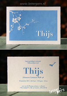 letterpers_letterpress_geboortekaartje_Thijs_blauw_takje_vogel_preeg