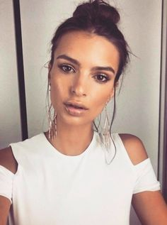 pinterest  barbaramezza 🌻 Makeup On Tan Skin, Eye Makeup, Beauty Makeup,  Hair d5530eda627a