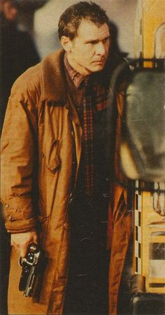 Harrison Ford as Rick Deckard in Blade Runner Directed by Ridley Scott. Script by Hampton Fancher and David Peoples. Loosely based on Do Androids Dream of Electric Sheep by Philip K. Harrison Ford, Fiction Movies, Science Fiction, Blade Runner Blaster, Rick Deckard, Man In Black, 1980s Films, Electric Sheep, Blade Runner 2049