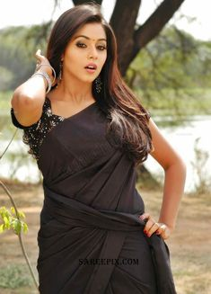 Shamna Kasim Poorna hot sexy bra tight jeans saree navel show wet bath - Wardrobe malfunction Spicy cleavage thighs transparent navel backless bust bum innerwear Hot Actresses, Indian Actresses, India Beauty, Asian Beauty, Black Beauty, Dehati Girl Photo, Black Saree, Beautiful Girl Image, Beautiful Heroine