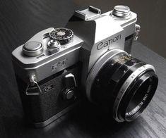 black retro camera sassyinthecity.com