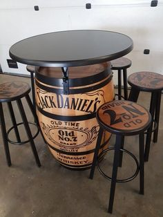 57 ideas for farmhouse table industrial diy projects Wine Barrel Furniture, Bar Furniture, Custom Furniture, Wine Barrels, Diy Home Decor, Room Decor, Man Cave Home Bar, Industrial House, Pallet Bar