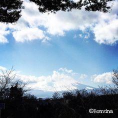 "21 Likes, 1 Comments - Shoko Vivian Yamahara (@bonvina) on Instagram: ""#mt_fuji #fujisan #sky #blue #空 #写真下手 #七夕だから空 #星合祭"""