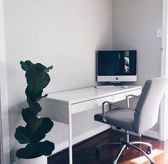 Setup by: @lainggoostrey__ #workspace #minimal #minimalsetups