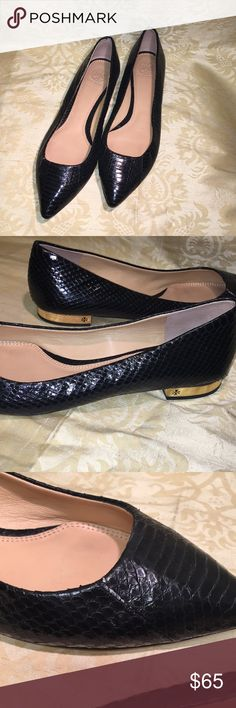 Tory Burch flats Patterned Tory Burch flats with gold lining around heel. Semi worn (one scratch on the right shoe) Tory Burch Shoes Flats & Loafers