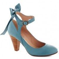 Vintage inspired blue wedding shoes!