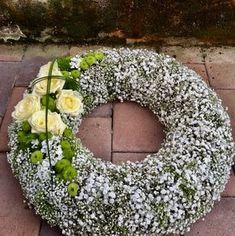 Fantastic Free Funeral Flowers decoration Style Regardless of whether you might be coordinating or maybe participating, memorials will always be a sad and fro. Funeral Flower Arrangements, Funeral Flowers, Floral Arrangements, Funeral Cards, Funeral Speech, Gypsophila, Clay Pots, Henna Designs, Fresh Flowers