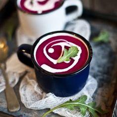 Ma soupe pref' du début d'Automne!  Betterave, pomme, lait de coco et gingembre. Elle a la plus jolie des couleurs vous ne trouvez pas?  La recette sur le blog dans la catégorie SOUPE!  #emiliemurmure #vegansoup #beet #fall #autonme #lifeandthyme #f52grams #foodphotography #eatseasonal #veganfoodshare #plantpower