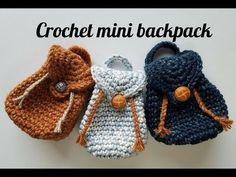 Mini Backpack Keychain Free Crochet Pattern and 🛍️ Geldbörsen und Taschen Backpack Keychains, Mini Backpack Purse, Crochet Backpack, Mini Purse, Crochet Keychain Pattern, Cute Mini Backpacks, Mini Mochila, Crochet Gratis, Easy Crochet Projects