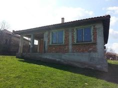 For sale a solid single-storey house just 13 km from the beach, village of Izvor, Municipality of Burgas, Burgas region