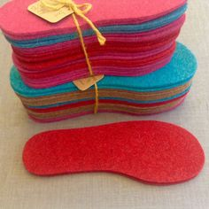 These boot liners make great insoles for your galoshes or boots. A simple layer of thick woollen felt makes all the