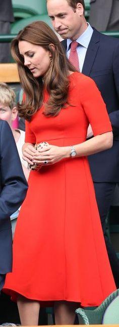 Kate Middleton: Purse – Diane von Furstenburg  Dress – LK Bennett  Sunglasses – Ray Ban