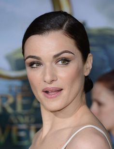 Straight up obsessed with this Rachel Weisz makeup from the premiere of Oz the Great and Powerful--can't tell if there is an actual mirror wing on her bottom lashes or not.
