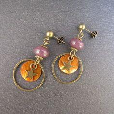 Boucles d'oreilles Thalie - perle de verre artisanale, sequin orange, étoiles bronze