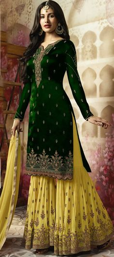 15 Mesmerizing Sharara Suits For Your Indian Wedding - Style Motivation Indian Bridal Lehenga, Pakistani Bridal, Pakistani Dresses, Indian Dresses, Indian Outfits, Pakistani Mehndi, Mehendi, Pakistani Clothing, Bridal Hijab