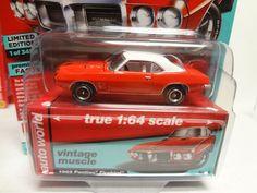AUTO WORLD 1969 PONTIAC FIREBIRD CAROUSEL RED /& WHITE 1//64 DIECAST CAR AW64192