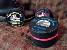 Zdravím přátelé, kamarádi. Tak jsem si pro vás připravil nové, vyladěné krémy na boty ve svátečním obalu....