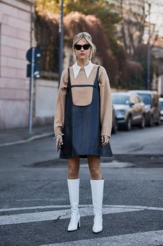 Monochromatic White Was a Street Style Hit Over the Weekend at Milan Fashion Week - Daily Fashion Milan Fashion Week Street Style, Milan Fashion Weeks, Autumn Street Style, Cool Street Fashion, Street Style Looks, Street Style Women, Men Street, Fashion Milano, Berlin Fashion