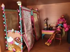 Monster High Beds, Monster High Bedroom, Monster High House, Youtube Dolls, Barbie Furniture, Furniture Vintage, Animal Crossing 3ds, Doll House Plans, Ever After Dolls