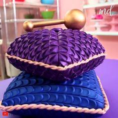 Cake Decorating Frosting, Cake Decorating Designs, Cake Decorating Techniques, Cookie Decorating, Pillow Wedding Cakes, Pillow Cakes, Themed Wedding Cakes, Gothic Cake, Birthday Cake Writing
