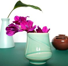 Mint vase with flowe
