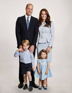 Prince William, Duke of Cambridge et al. posing for the camera: Prince William, Kate Middleton, Prince George and Princess Charlotte Kate Und William, Prince William And Catherine, Catherine Walker, Prince Charles, King William, Lady Diana, Duke And Duchess, Duchess Of Cambridge, Royal Family Christmas