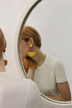 Statement earrings styled and photographed reflected in round mirror Jewelry Accessories, Fashion Accessories, Jewelry Design, Fashion Jewelry, Jewelry Photography, Fashion Photography, Photography Lighting, Product Photography, Photography Poses