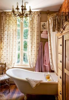 Notice the crown canopy over the tub...brilliant.. I want a claw-foot tub so much!