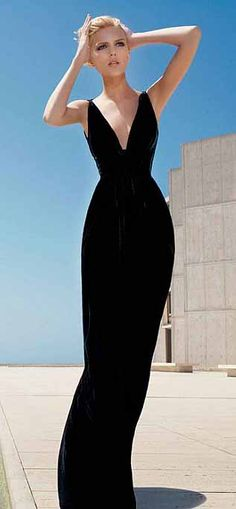 Black | Noir | Schwarz | Oscar de la Renta F/W 2008 | Anja Rubik [ this photo was taken by the water feature at the Salk Institue in La Jolla. I have a photo of the courtyard as my home screen, that's why I recognize it . . . ]