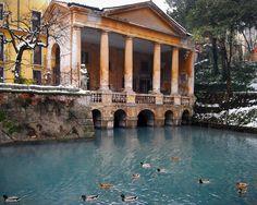 Palladian Villa with Duck Pond Italian Architecture Pompeii Ruins, Andrea Palladio, Duck Pond, Italian Villa, Italy Travel, Travel Around, Custom Homes, Mansions, Architecture