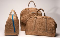 LVY JACOBS    SPORTS CRUNCHBAGS    This serie of bags is made of cardboard laminated with a fabric. With this material the bags are more sustainable and the become more functional.