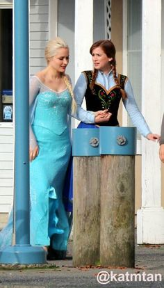 Elizabeth lail and Georgina Haig on the set - Behind the scenes 4 *9 - 9 Oct 2014