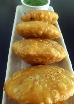 Kachori is an Indian snack similar to samosa (its more famous cousin) but yet different. It is a flaky pastry filled with different spices and lentils. Just like other famous snacks, there are lots of varieties of kachoris in different parts of India. Indian Snacks, Indian Food Recipes, Vegetarian Recipes, Indian Appetizers, Breakfast Recipes, Snack Recipes, Cooking Recipes, Brunch Recipes, Cooking Tips