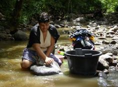 Tradicional lavado de ropa en los rios