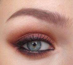 Kristen Stewart inspiration: warm smokey eye tutorial, Tutorials - 'Beauty with Attitude' Beaut.ie